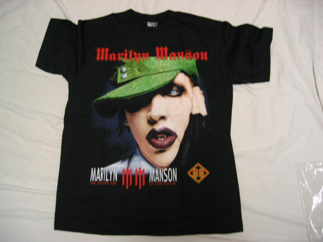 Marilyn Manson with green hat-L T-shirt