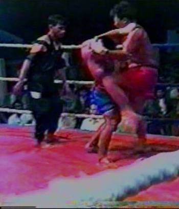 MTB 3 DVD: kneeing in head clinch Burmese boxing gloveless fight